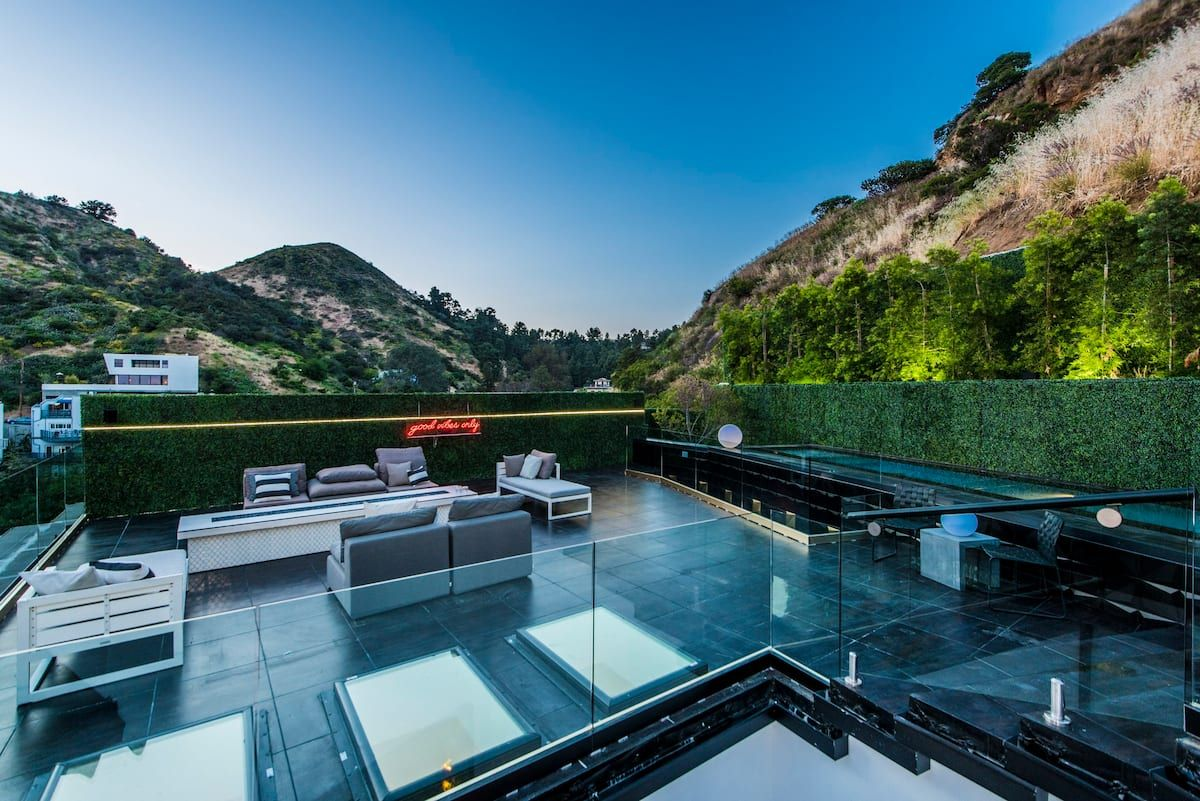 Modern Hollywood Hills w Rooftop Infinity Pool Houses for Rent in Los Angeles California United States