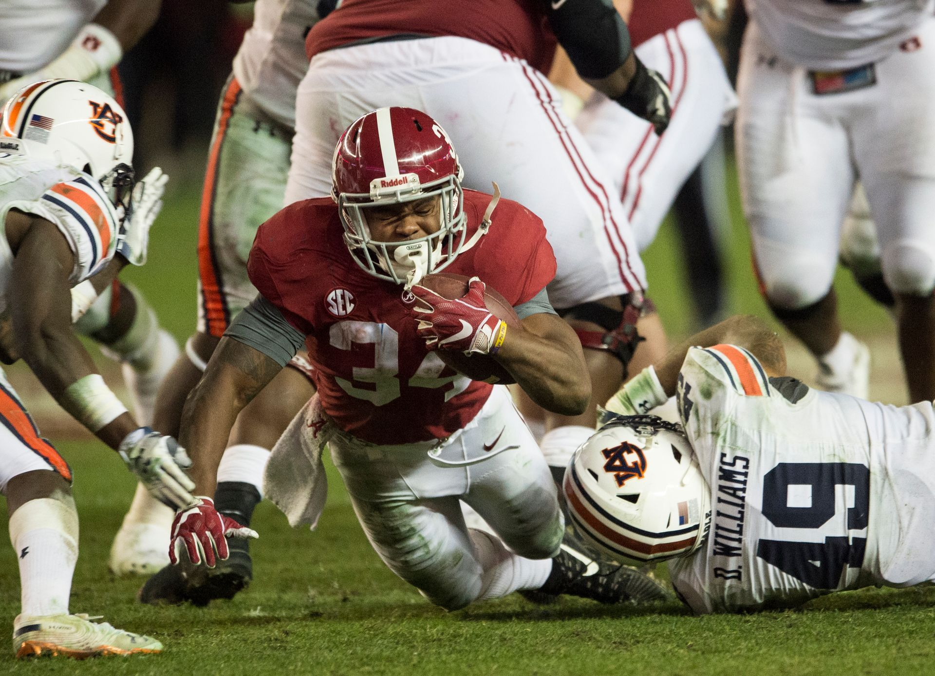 Live Alabama Hosts Auburn In 83rd Iron Bowl Alabama Auburn Alabama Bama Football