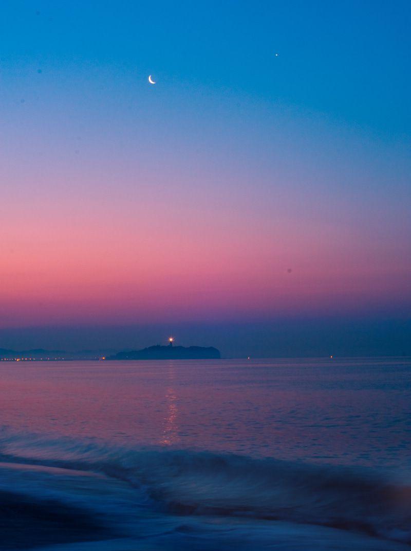 ☆春、曙の空にかかる月と金星