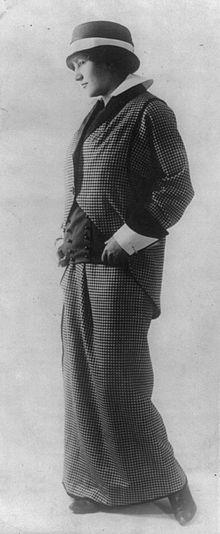 Traje de chaqueta diseñado por Poiret alrededor de 1914