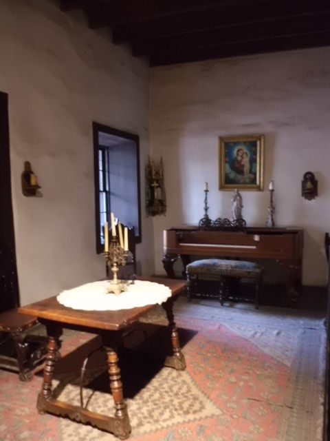 The avila adobe los angeles oldest house adobe for Adobe home builders california
