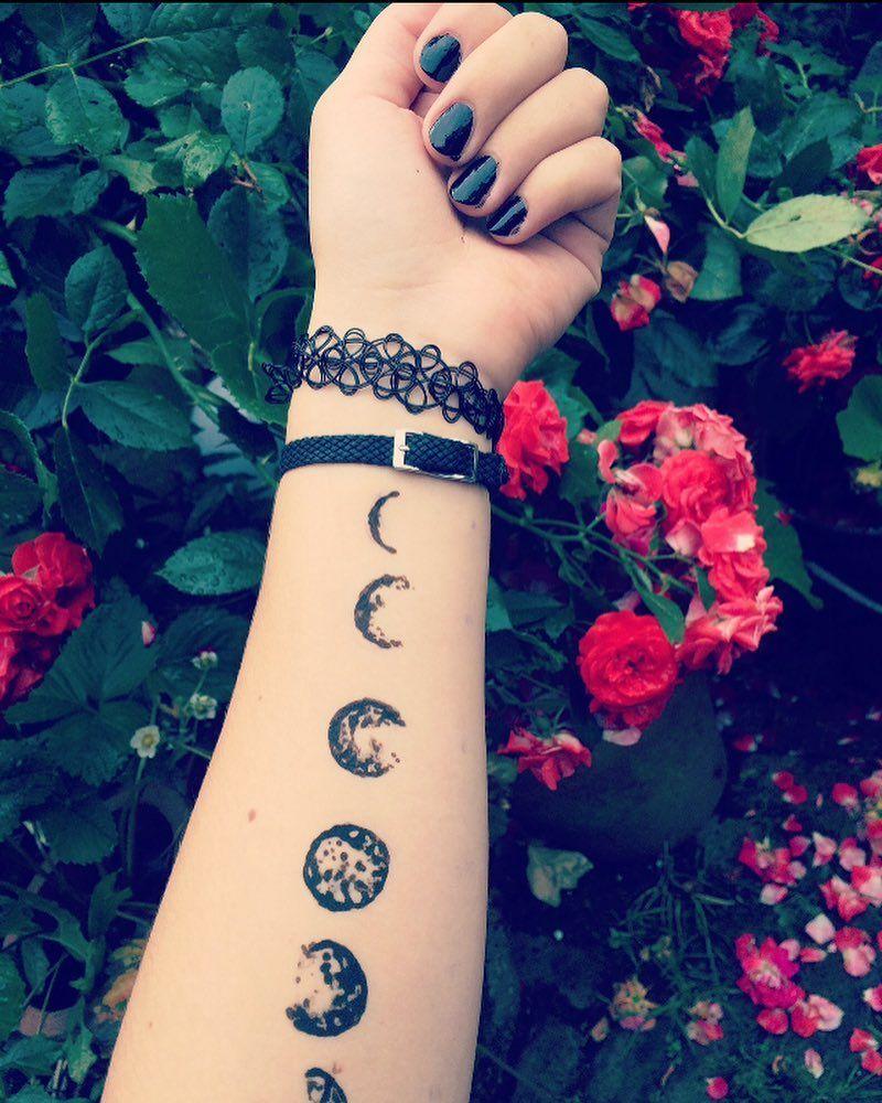Moon Cycle Hennatattoo Henna Tattoo Tattooideas Tattooidea Floral Moon Moontattoo Mooncyc Henna Tattoo Designs Tattoos Henna Designs
