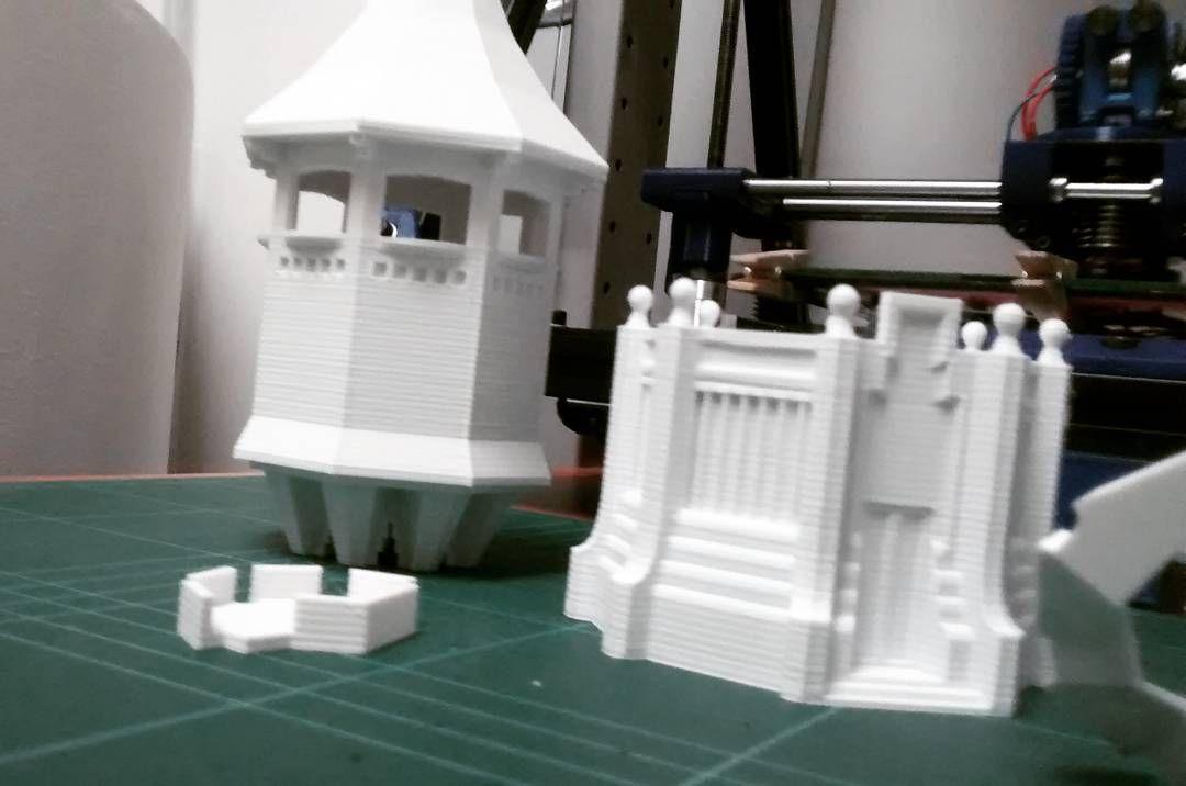 Una Torre de l'Aigua per encàrrec... I aquesta va cap a... Terrassa! Sabadellencs no us poseu nerviosos les podeu trobar  a la botiga Estripa'm de la Rambla de Sabadell! #torredelaigua #sabadellcentre #terrassa #sabadell #3dprinted #3dprinter #3dprinting #disseny #modernisme #artesania #regals #monuments by pepo_aliaga
