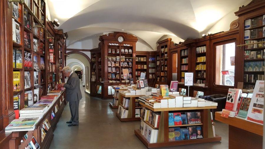 The World's Oldest Bookstore: Livraria Bertrand, Lisbon, Portugal – The  Everywhereist | Lisbon, Bookstore, World