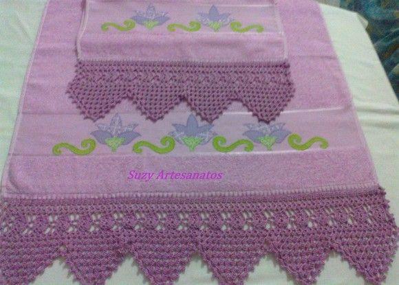 Jogo Toalha de banho cor lilás tecido feludo com aplicação de flores Tulipas e barrado em crochê.Fazemos da cor e aplicação que o cliente escolher. R$60,00