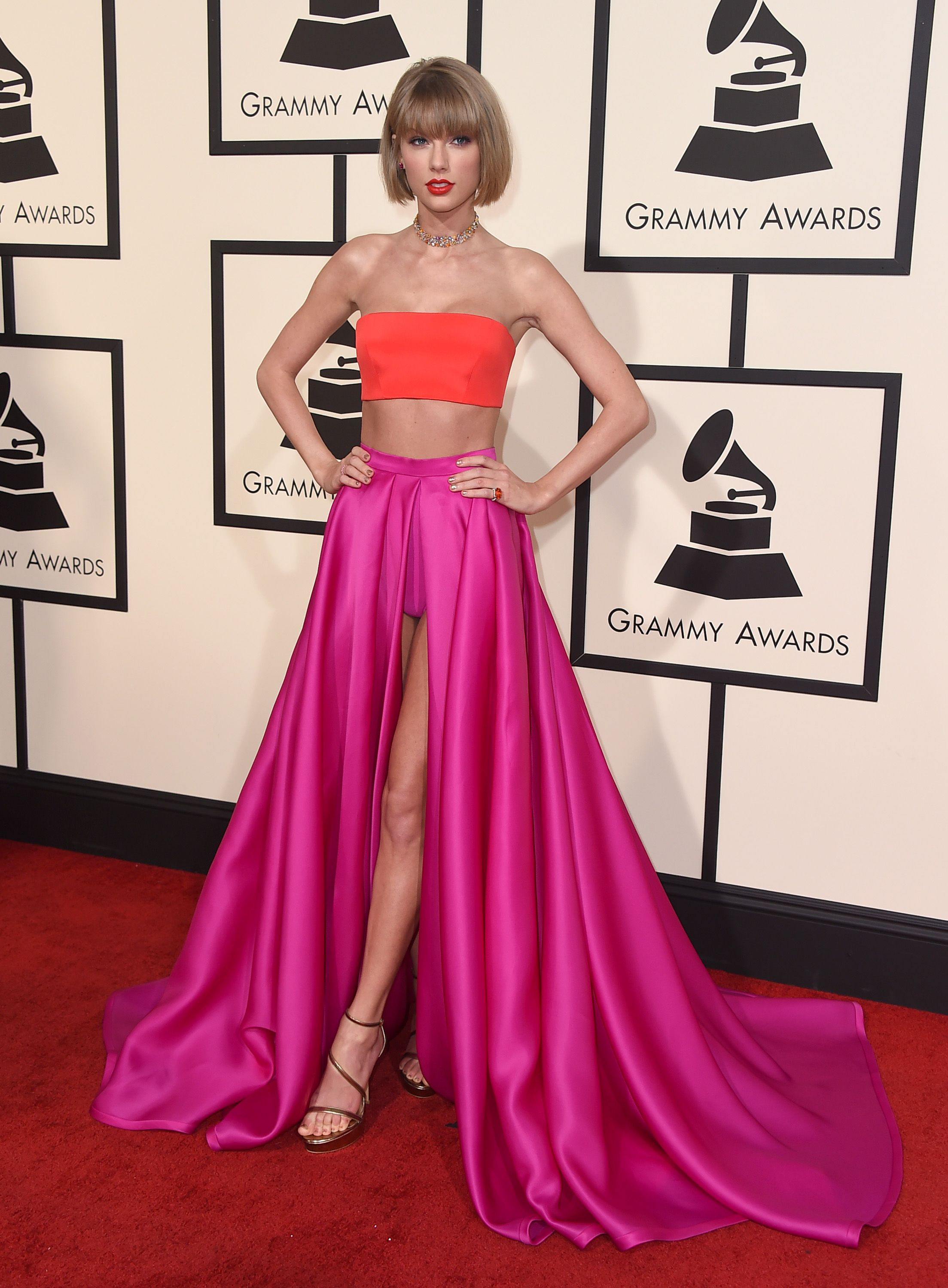 The 2016 Grammys Red Carpet: Taylor Swift in an Atelier Versace ...