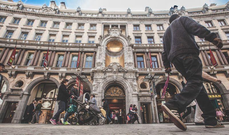 In dit artikel deelt TravelBird alle handige apps waarmee je Antwerpen het beste verkent.