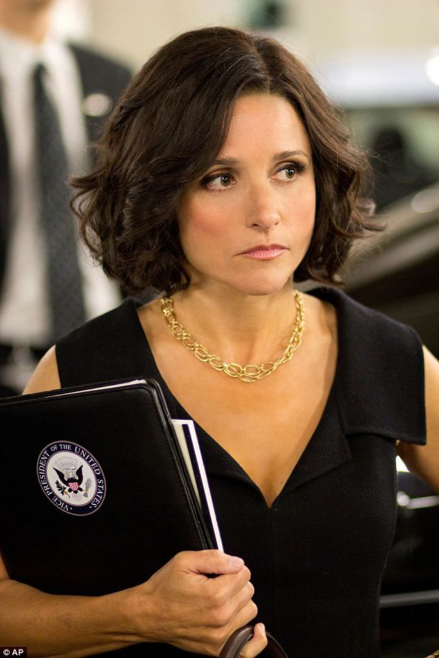 Look Out Joe Veep Star Julia Louis Dreyfus Lunches With Biden And Sizes Up His Desk Julia Louis Dreyfus Julia Louis Dreyfus Veep Haircuts For Wavy Hair