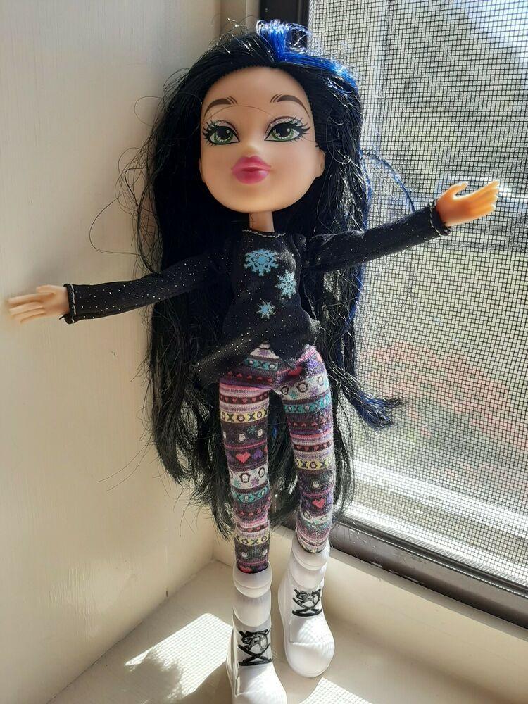 Bratz Doll Black Hair W Blue Streaks Green Eyes Mga 2015 Vguc Mgabratz Black Hair Green Eyes Bratz Doll