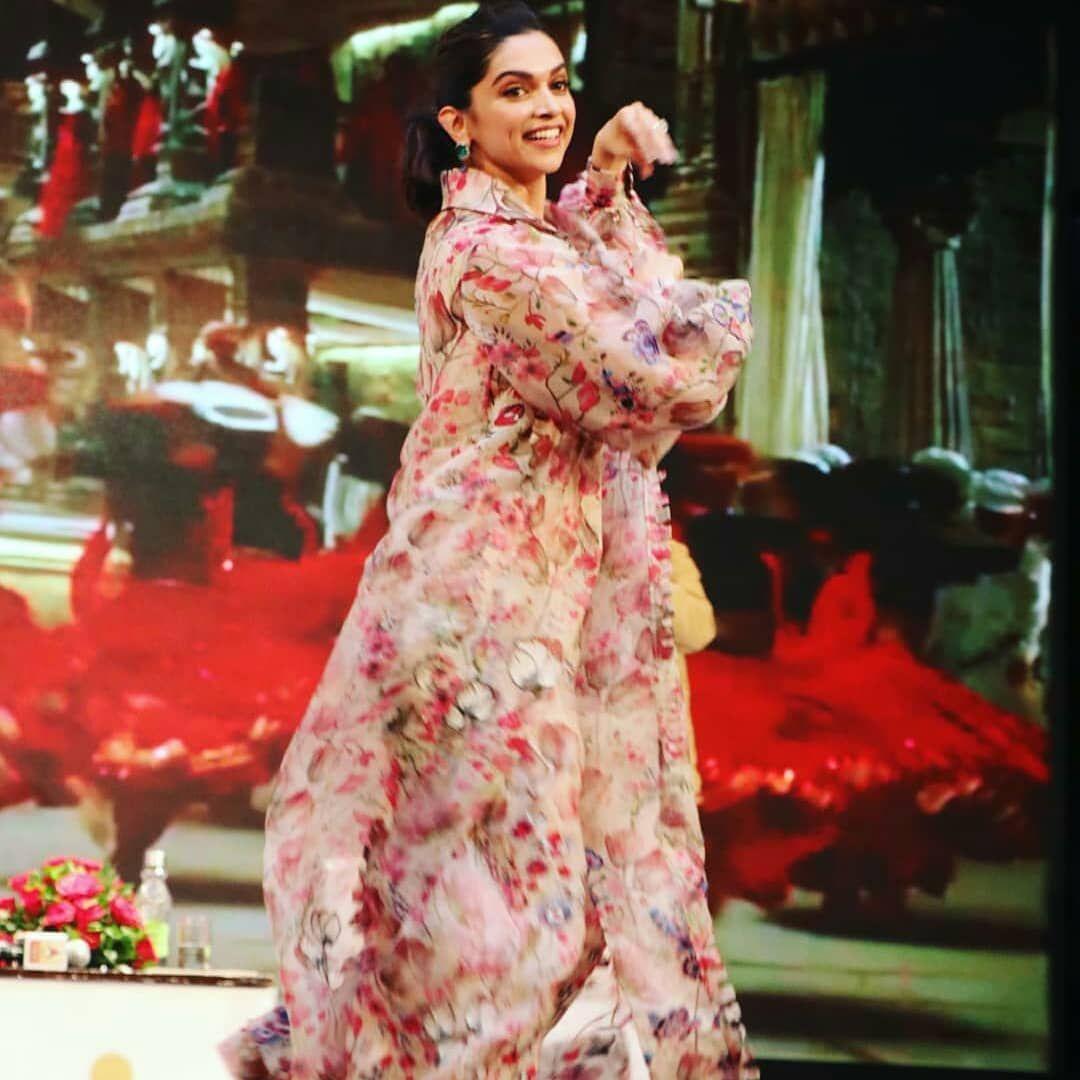 Watch Deepika Padukone Gracefully Dances To Nagada Sang Dhol At Dainik Bhaskar Utsav In Jaipur Today Hungryboo Teenage Girl Photography Deepika Padukone Bollywood