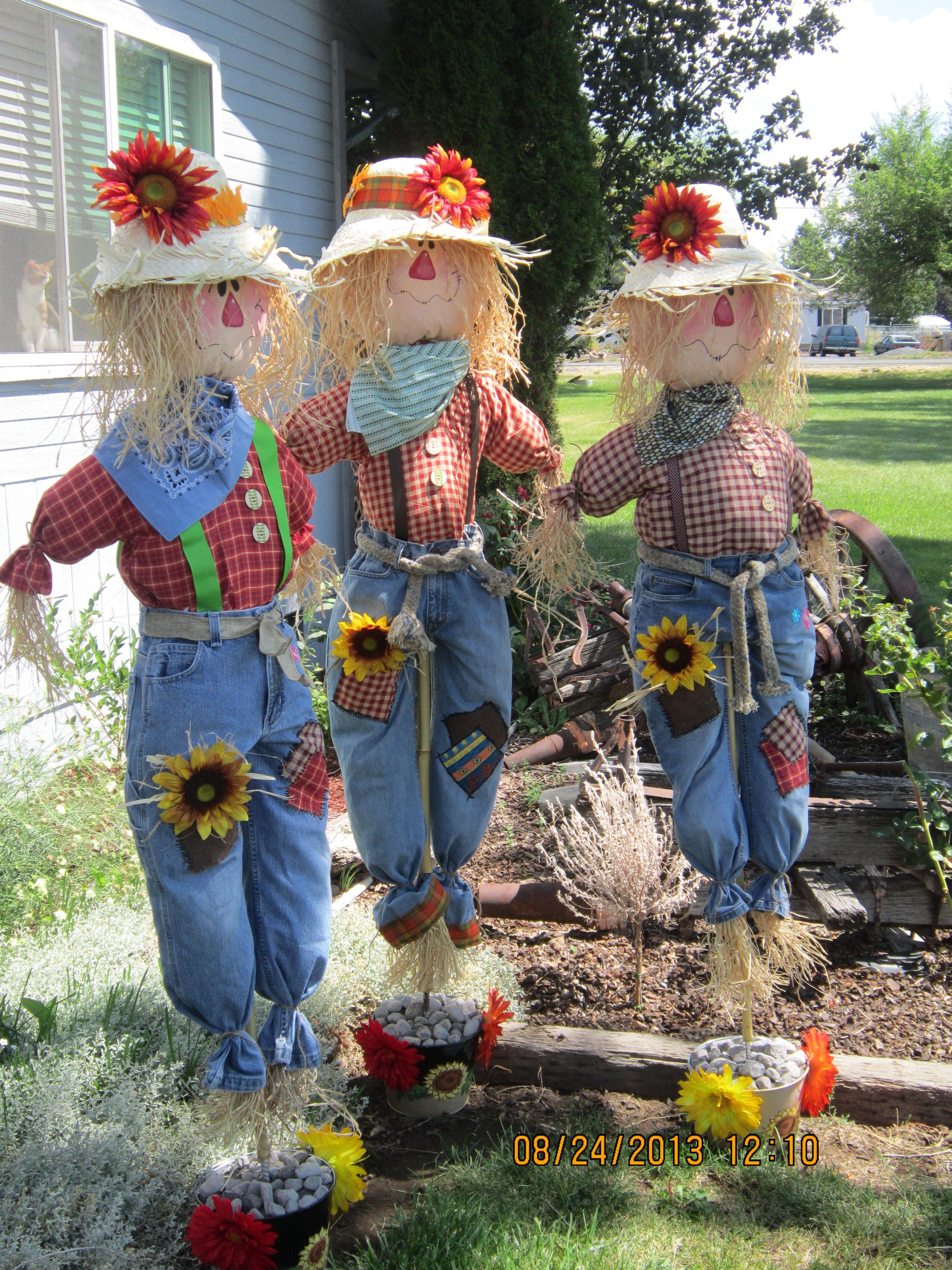 Fall scarecrows harvest decoration pinterest fall scarecrows and scarecrows - Comment faire un epouvantail ...
