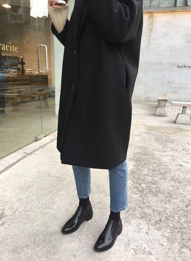 10 Minimalist Outfit Ideas