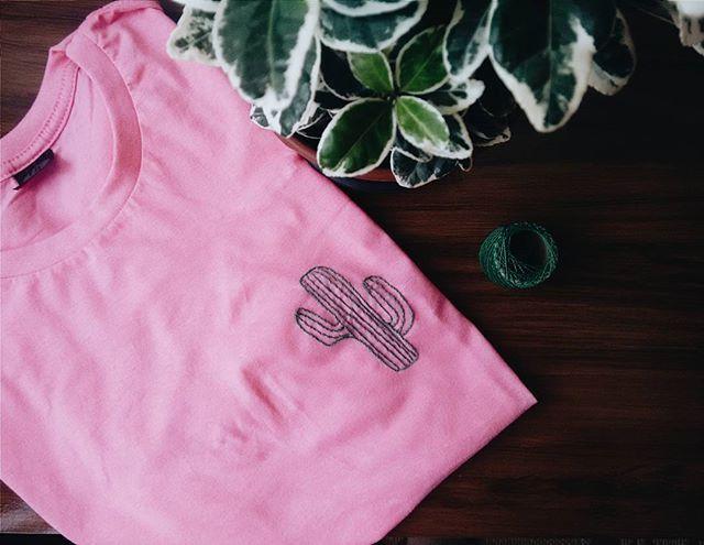 último bordadinho que fiz alguns dias atrás e ainda estou amando ❤🌵 #embroidery #folk #naturelover #cactos