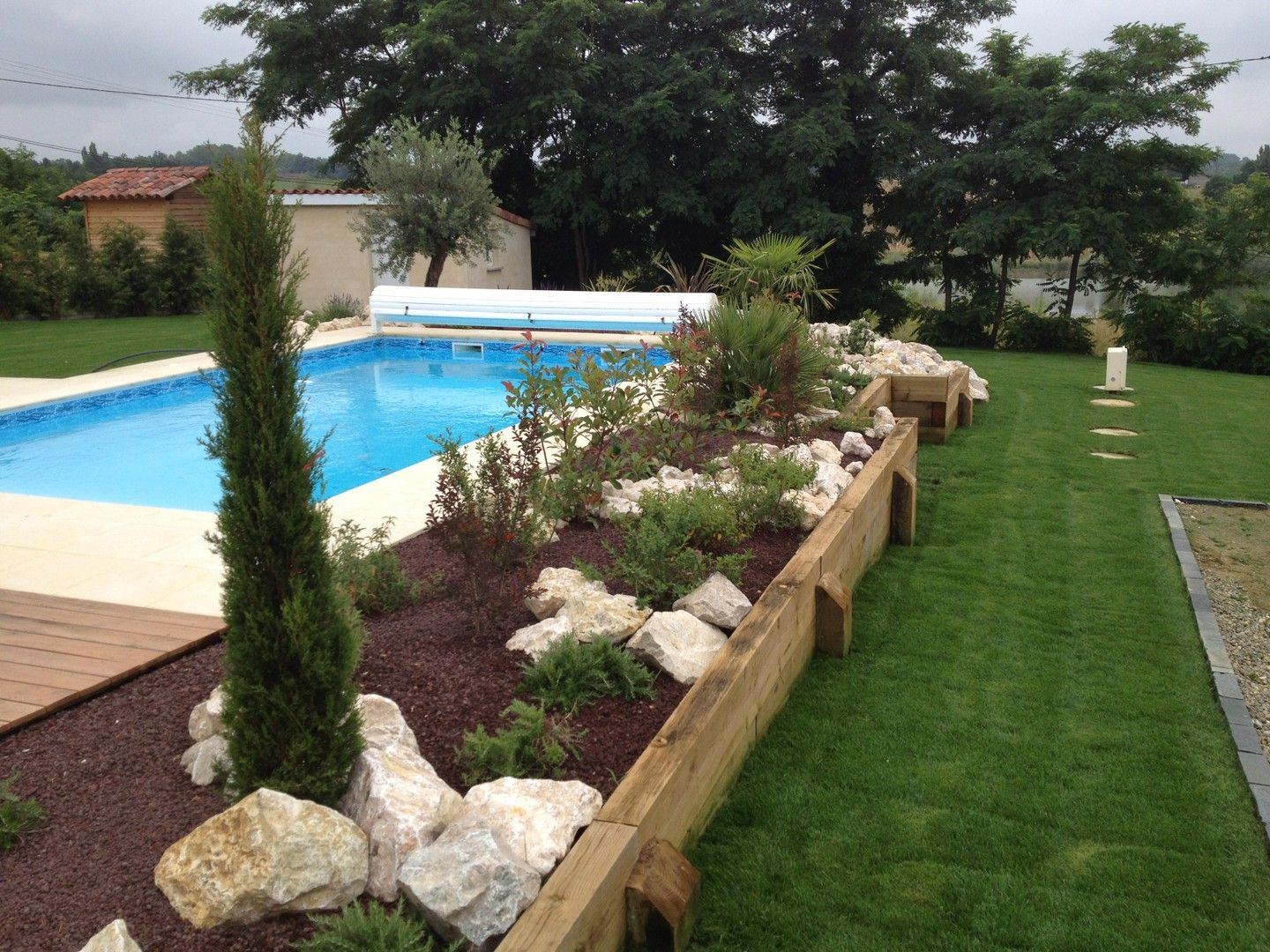 Am nagement tour de piscine pools pinterest swimming - Petite piscine semi enterree ...