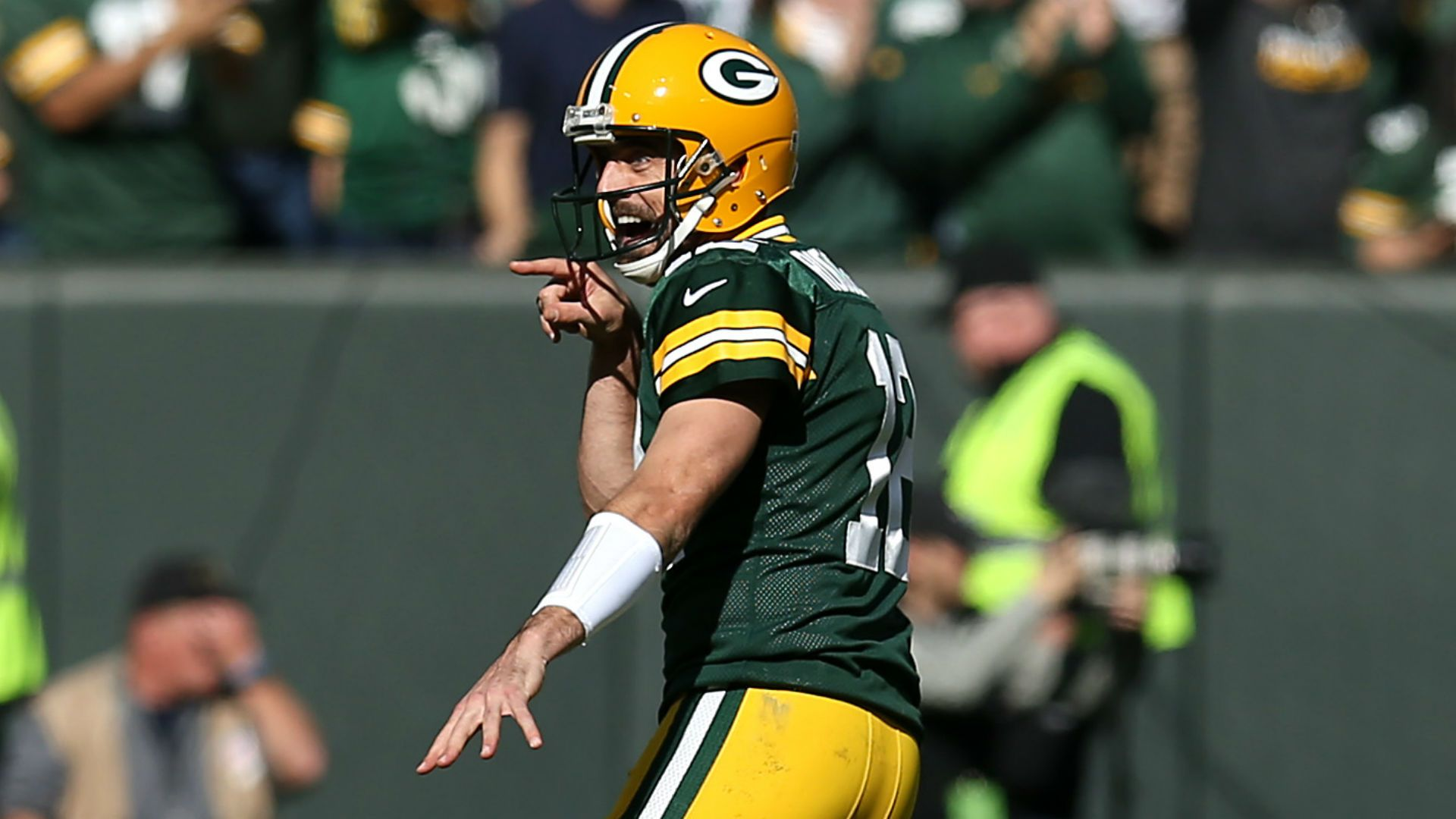 Nfl Week 7 Sunday Huddle Aaron Rodgers Puts Up Big Numbers In Packers Win 49ers Remain Undefeated Nfl Week Devonta Freeman Nfl