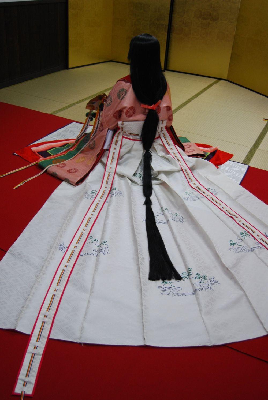 A woman dressed in junihitoe.十二単  The junihitoe (twelve-layered ceremonial kimono)