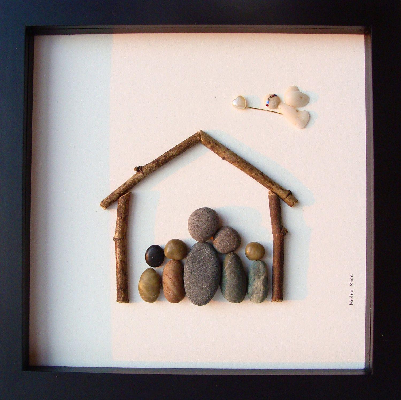 Escultura/moldura de família em seixos rolados