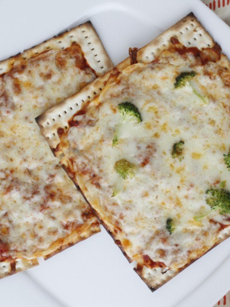 Matzah Pizzas Recipe Weelicious recipes, Food, Recipes