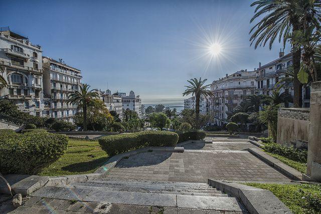 Alger, vue sur le port et la baie depuis les jardins de la Grande Poste | Flickr: partage de photos!