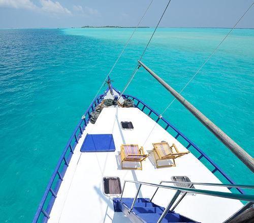 maldives dhoni cruise.