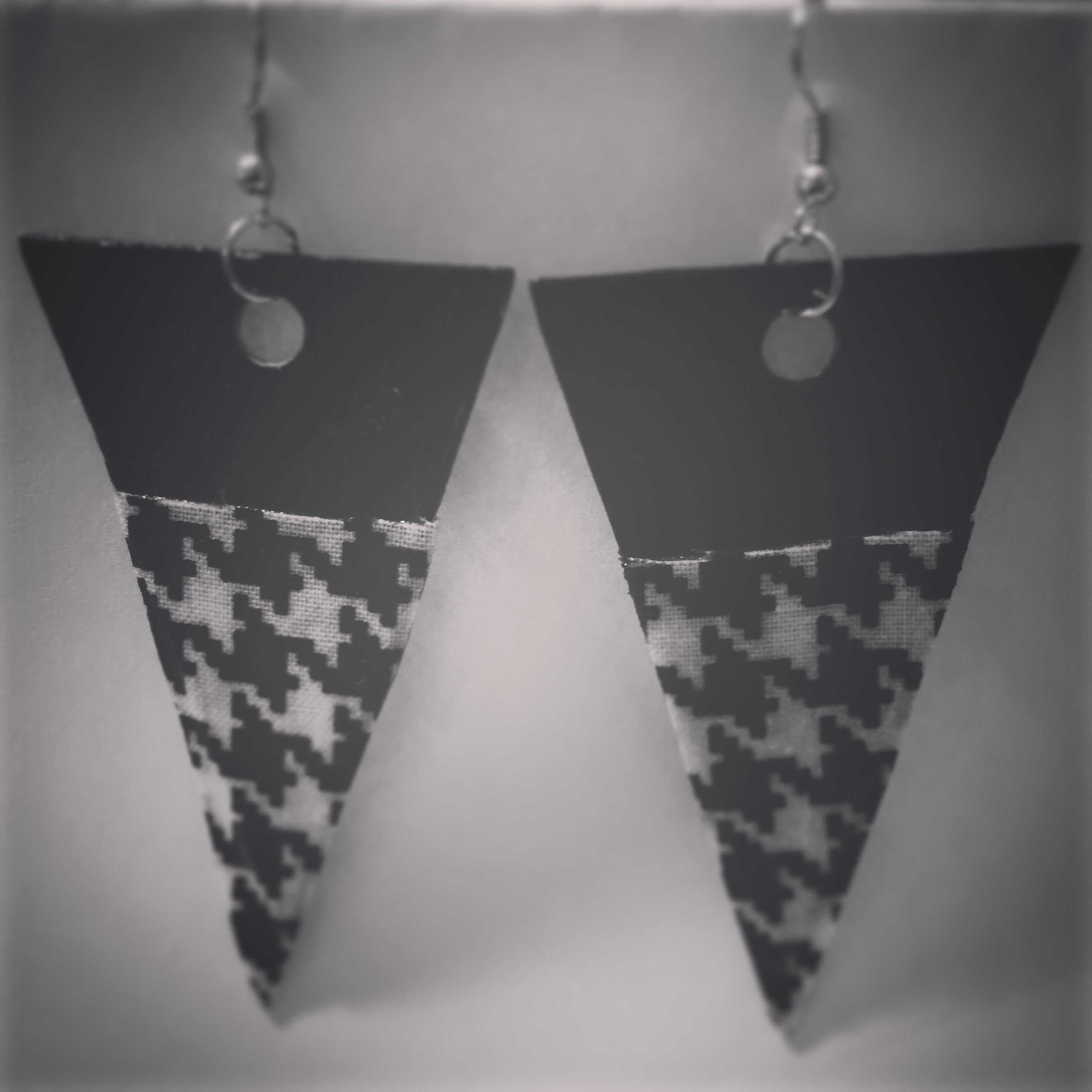 Triangular black and white houndstooth earrings