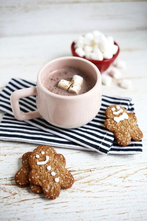Gingerbread Hot Chocolate.             #Love #home #homesweethome #winter #cocooning #snow #nature #moment #hygge #food #party #newyear #glitters #paris #2019 #nails #friends #france #paillettes #love #music #makeup #night #happynewyear #fashion #beauté #instagood #happy #fun #manucure #christmas #smile #picoftheday #travel #french #girls #winter #frenchfoodrecipes
