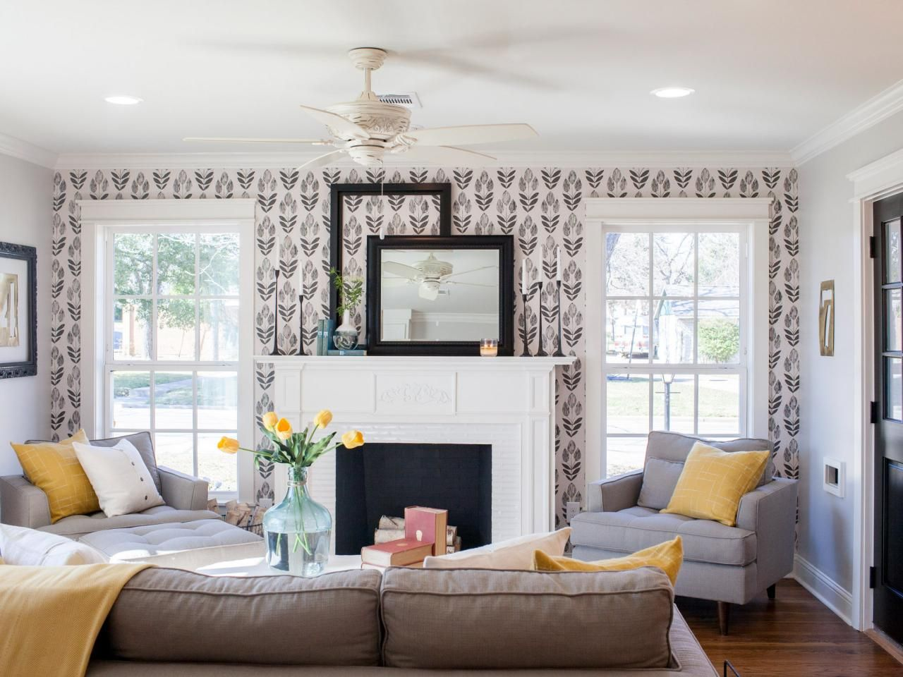 photos | hgtv's fixer upper with chip and joanna gaines | hgtv, Wohnzimmer dekoo