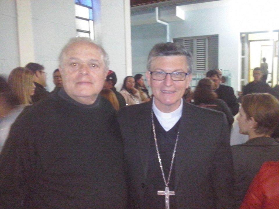 Na missa, no Jardim Universo, com Bispo Dom Pedro. — em Mogi das Cruzes.