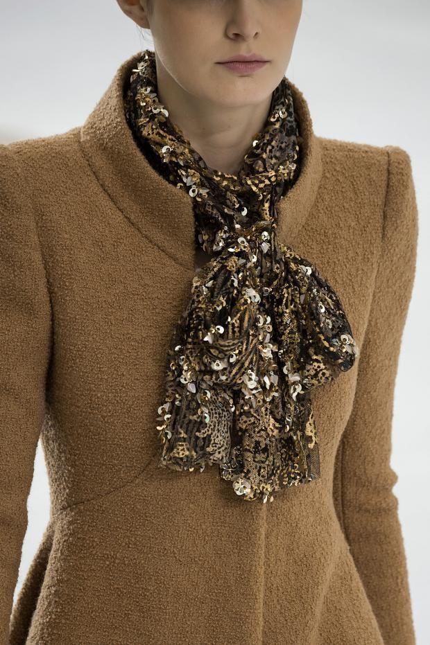 notordinaryfashion:Chanel pañoleta...lali