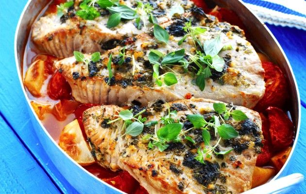 Välimeren uunikala tekee melkeinpä itse itsensä ja on siksi täydeillinen laiskan päivän pelastus.