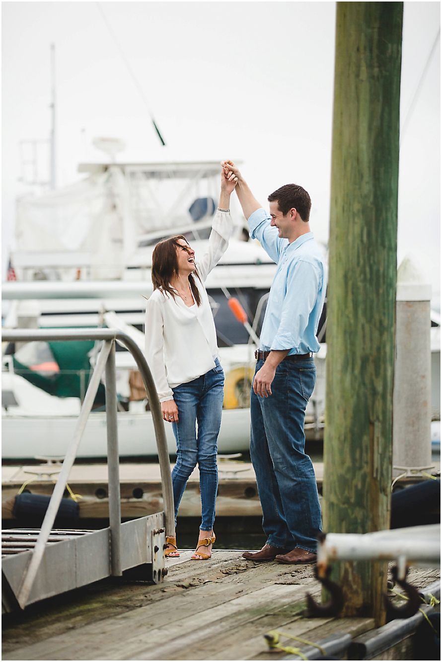 Engagement Session Poses | casual outfit ideas | Isle of Hope Marina Boat Engagement Session | Izzy Hudgins Photography