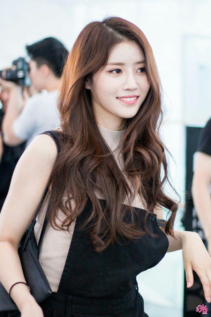 Lovelyz [Mijoo]에 있는 Tin Phan님의 핀 | 한국 패션 트렌드, 멋진 여자