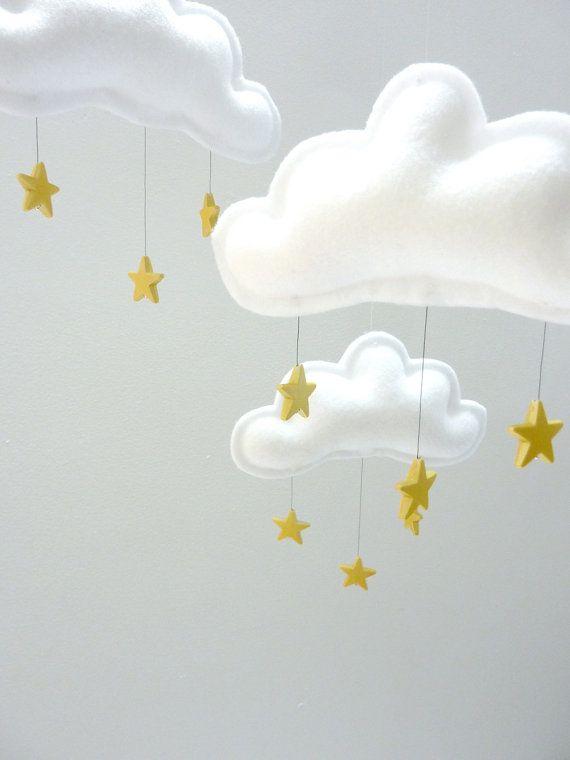 """Mobile""""ROBIN"""" nuages blanc et étoile dorées par The Butter Flying"""