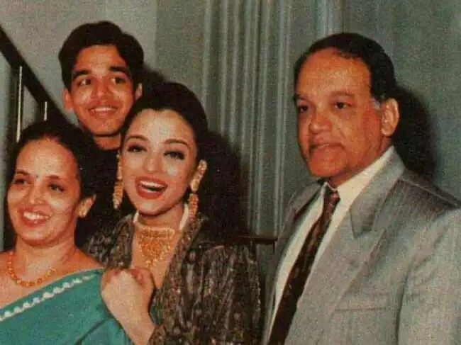 Old Pic Of Aishwarya Rai With Her Family Aishwarya Rai Aishwarya Rai Family Photos Aishwarya Rai Bachchan
