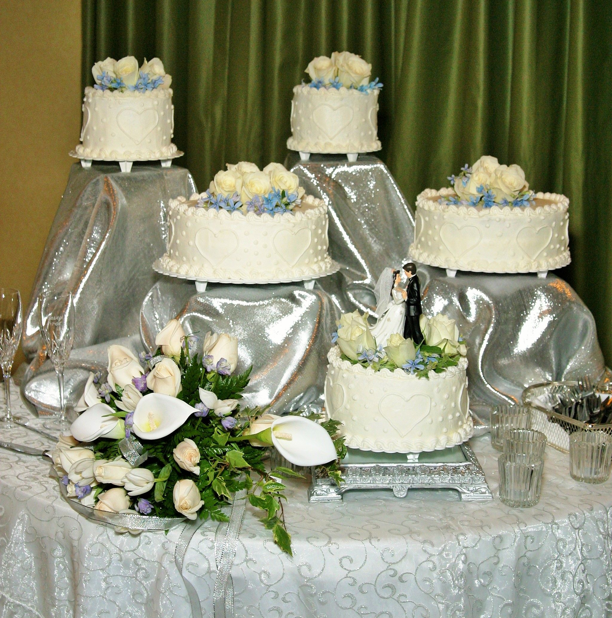 5 separate tier round wedding cake with heart design and