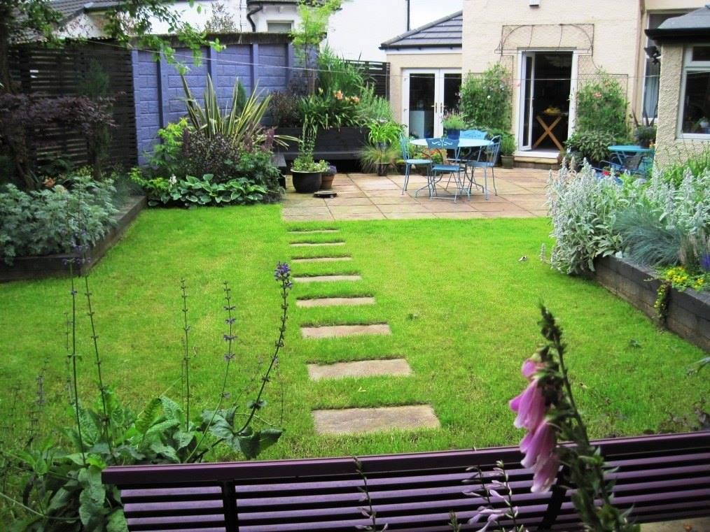Contemporary Garden in Glasgow, Scotland with stepping ...