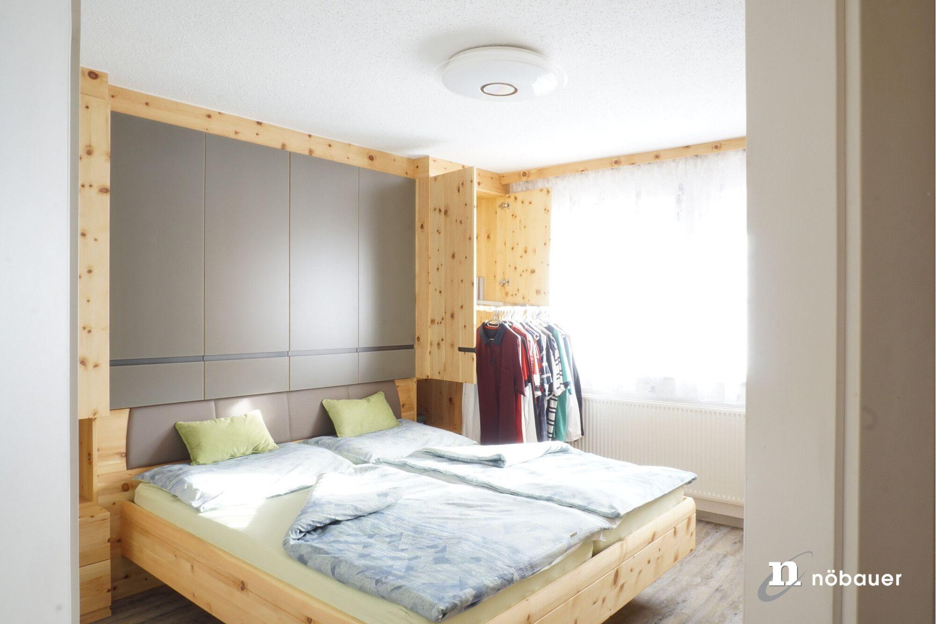 Referenz Schlafzimmer in Zirbe Innenarchitektur Nöbauer
