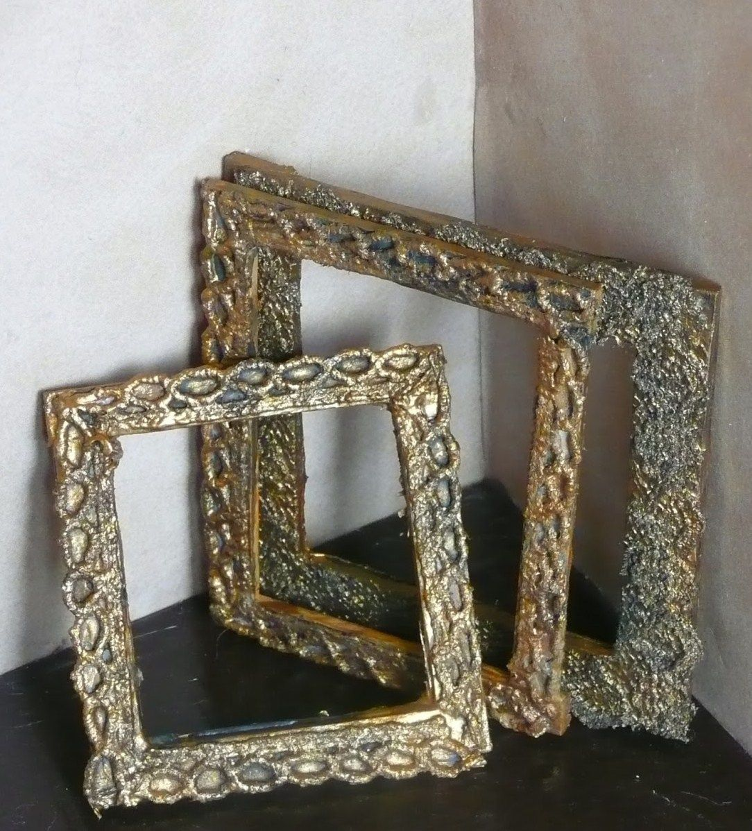 how to: picture frames from craft sticks and lace #diy #tutorial #howTo #pictureFrames #frames #dollshouse #doll #blythe #pullip #miniature #videoTutorial #dollhouse #dollhouseminiaturetutorials