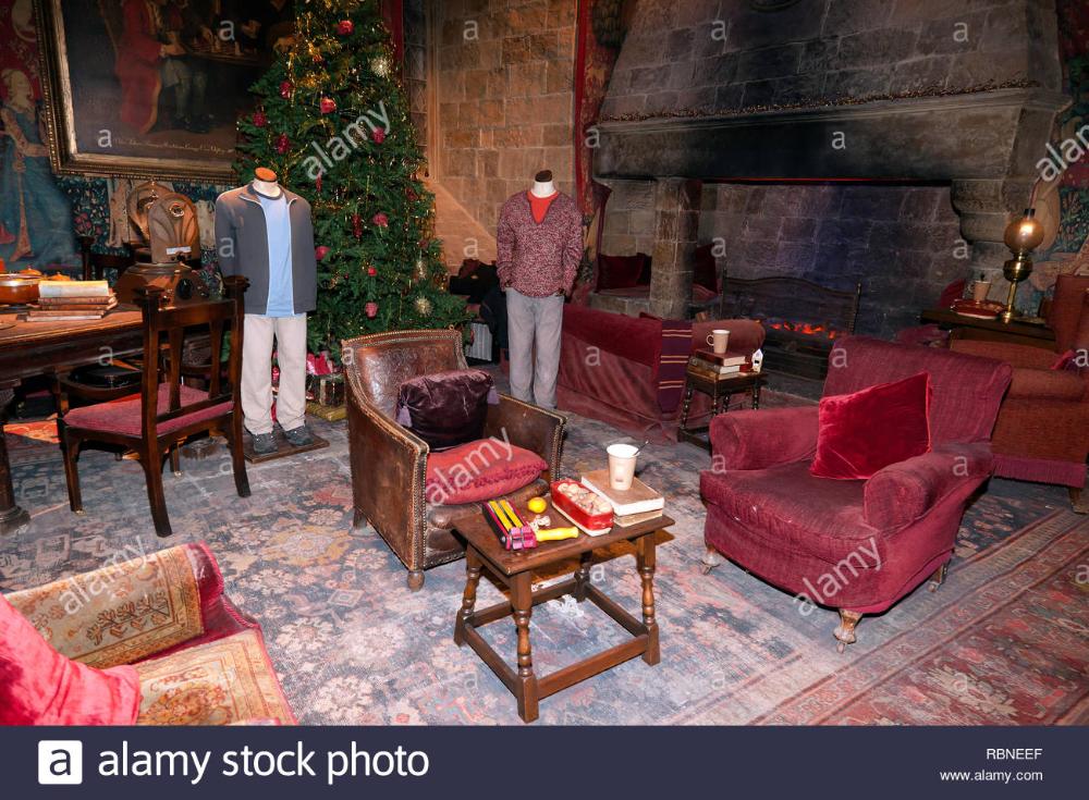 Google Ergebnis Fur Https C8 Alamy Com Compde Rbneef Blick Auf Den Gryffindor Gemeinschaftsraum Einer Der Altesten Sets Gryffindor Harry Potter Film Studios