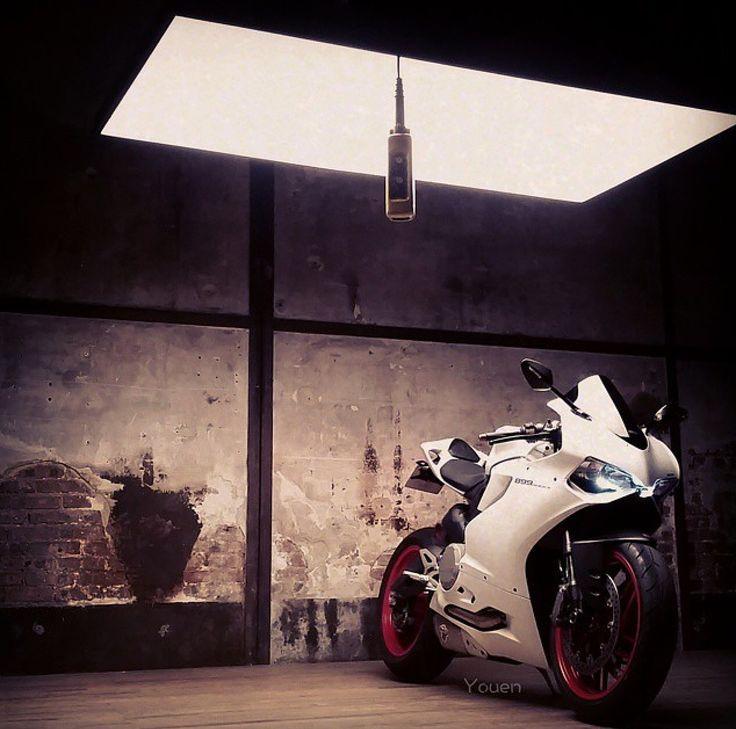 Ducati Motorcycle - Ducati 899 Panigale