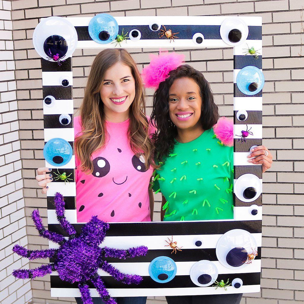 Make this easy DIY Whimsy Halloween Photo Booth Frame for