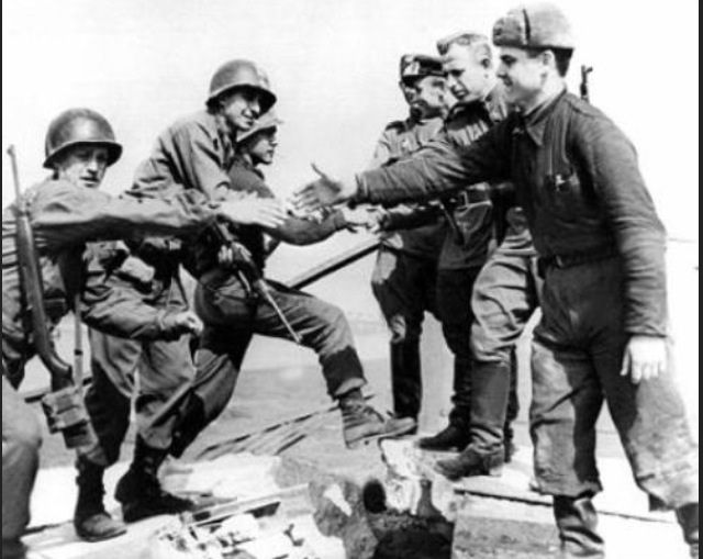 American Soldiers Meet With Russian Soldiers At The River Elbe Near Torgau Germany 1945 American Soldiers History History War
