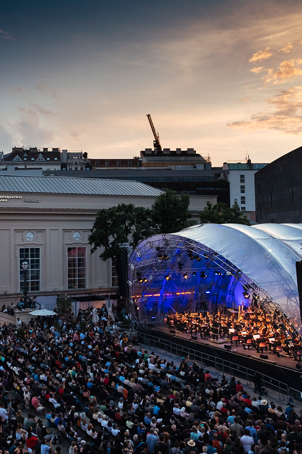 Open Air Mq Classical Music The Wiener Symphoniker One Of Vienna S Best Orchestras In 2020 Orchestras Outdoor Cinema Open Air