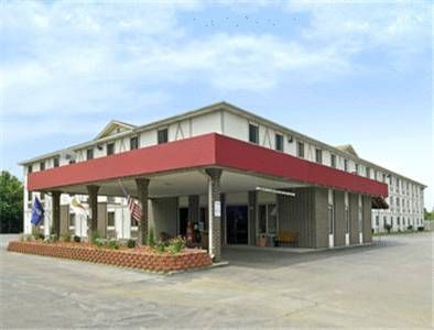 Super 8 Terre Haute Terre Haute (Indiana) This hotel is located 3 miles from downtown Terre Haute and Indiana State University. It serves a daily continental breakfast and features spacious rooms with free Wi-Fi.