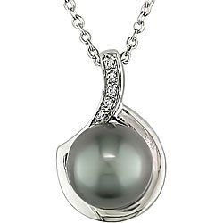 Sterling Silver Black Pearl and Diamond Necklace (9-10 mm) Delmar UK, http://www.amazon.co.uk/dp/B0028PZGRM/ref=cm_sw_r_pi_dp_3PQXtb1R9SJRQ