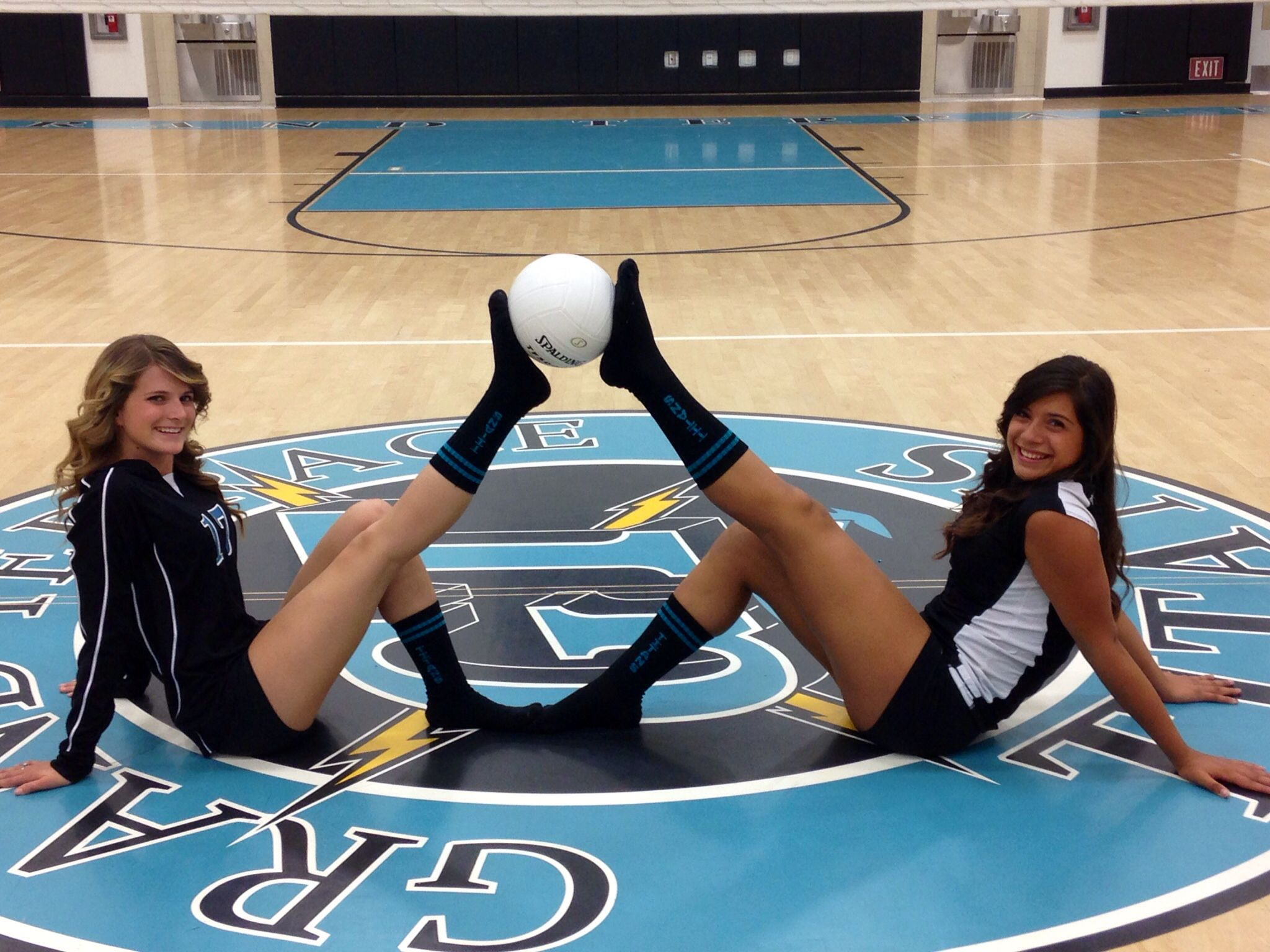 Cute Idea For Volleyball Besties Cough Cough Camryn Marcus Volleyball Photography Volleyball Poses Volleyball Photos