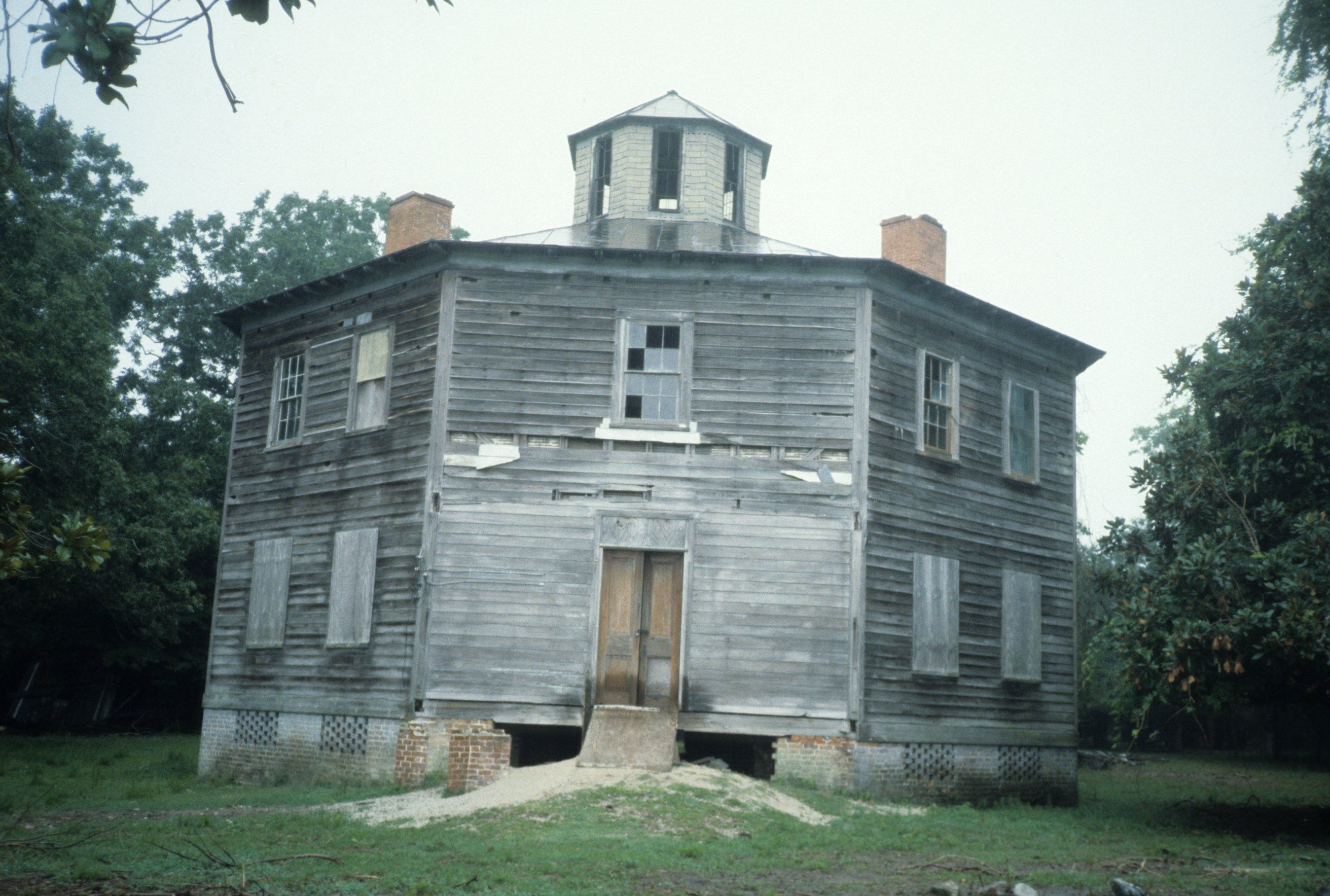 I Was Married Here It Has Been Beautifully Restored Front View Octagon House Carteret County North C Old Abandoned Houses Octagon House Abandoned Houses