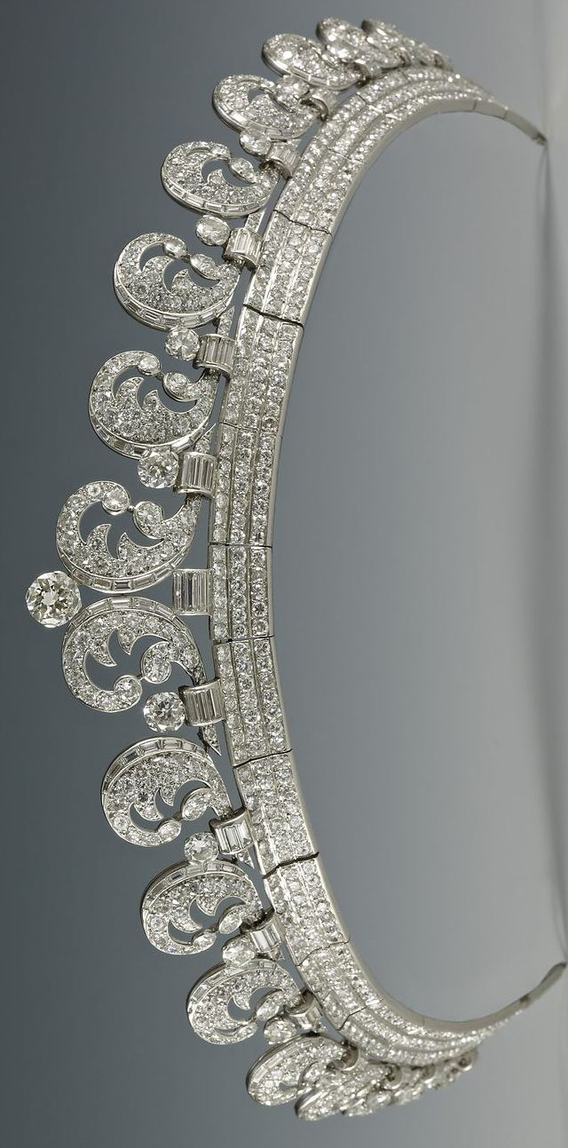 A high resolution picture of the The Halo Scroll Tiara, made by Cartier in 1936