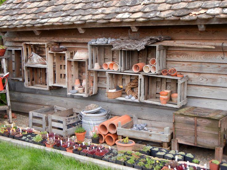 Könnte Holzkisten wie diese für Nistkästen verwenden. Würde schöner aussehen als mi #vorgartenlandschaftsbau