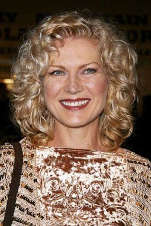 Curly Hairstyles For Women Over 50 Elle Hairstyles Medium Curly Hair Styles Short Curly Hairstyles For Women Curly Hair Styles